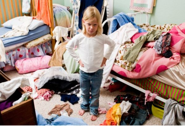 kids-cleaning-room